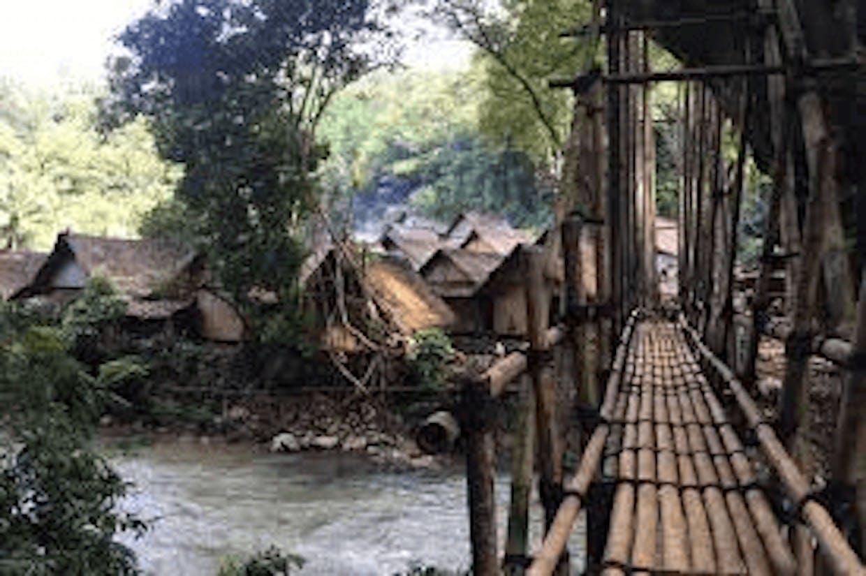 Sungai sebagai pembatas antar desa. Sumber :